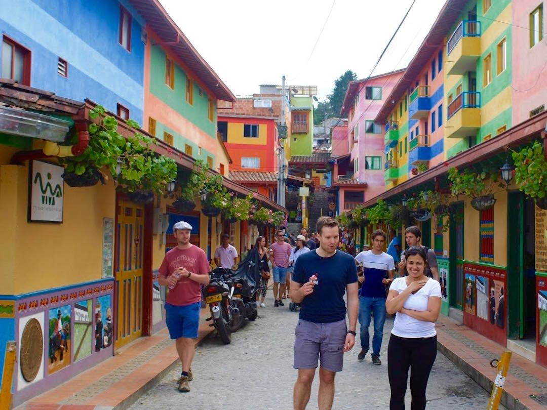 Social Travel Groups in Colombia