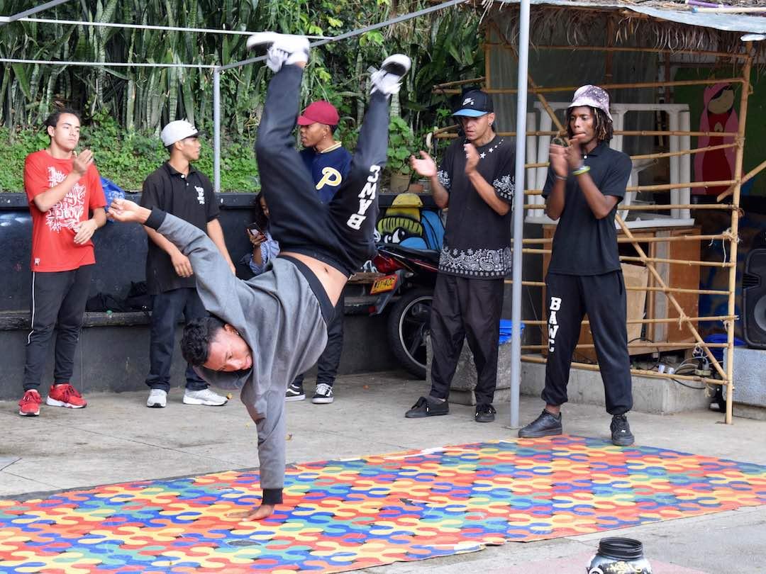 Hip hop dancing in comuna 13 medellin